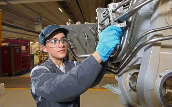 Mechanical and Electrical Aircraft Female Fitter - Gender equality